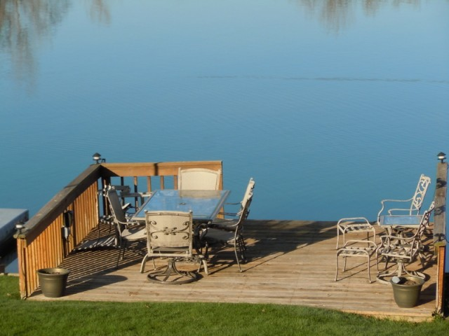 Lakefront homes for sale tull lake mi oakland county for Lakeside cabins for sale