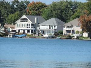 Lakefront homes on Sylvan Lake MI