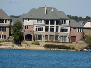 Lakefront homes in Green Oaks MI