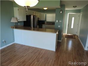 Open Layout - kitchen & dining area