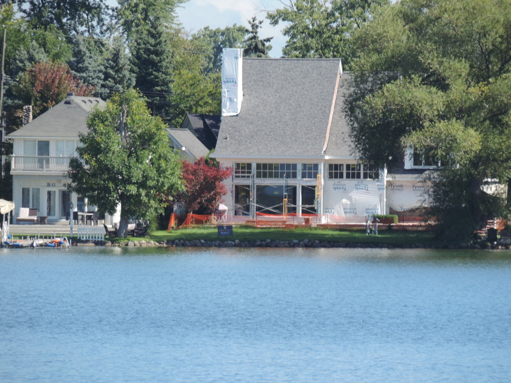 Pine lake in west bloomfield mi lake homes oakland for Lake front home
