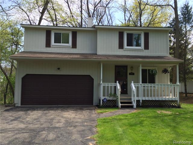 Lakefront homes for sale oakland county michigan real estate for Lakeside cabins for sale