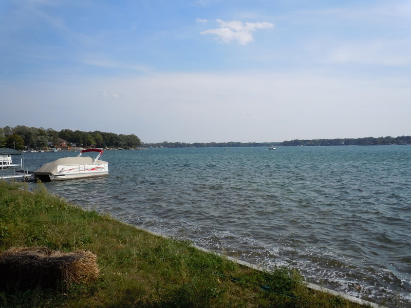 union lake Union lake is an unincorporated community in oakland county in the us state of michiganit is located at the junction of four townships at coordinates southwest corner of waterford.