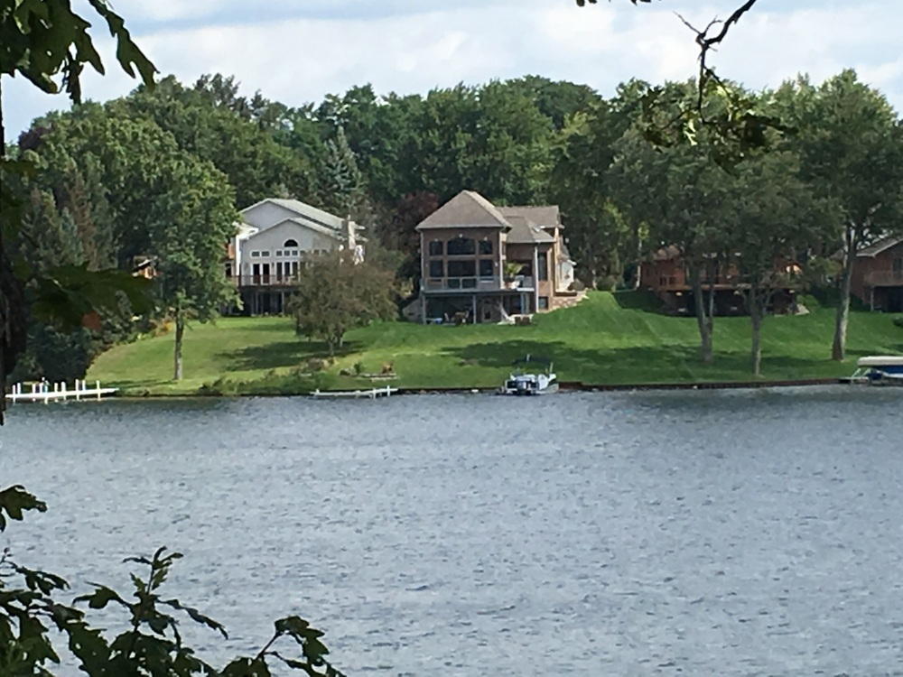 Lake homes for sale on lake oakland in waterford mi for Home builders in michigan