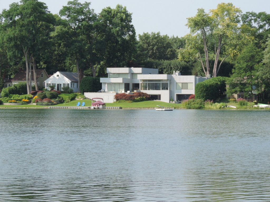 Lake homes for sale on green lake in west bloomfield for Lake front homes