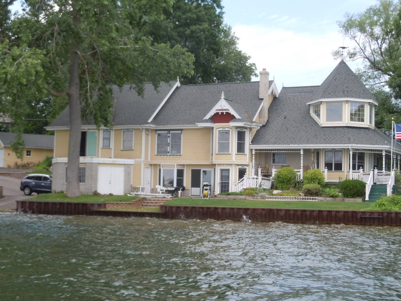 White lake mi lakefront homes for sale oakland county for Lake house property